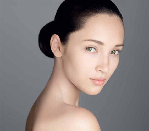 Skin-care habits you MUST avoid - Source: http://www.fruitylashes.com/wp-content/uploads/2012/08/Clarins-Shaping-Facial-Lift-Serum.jpg