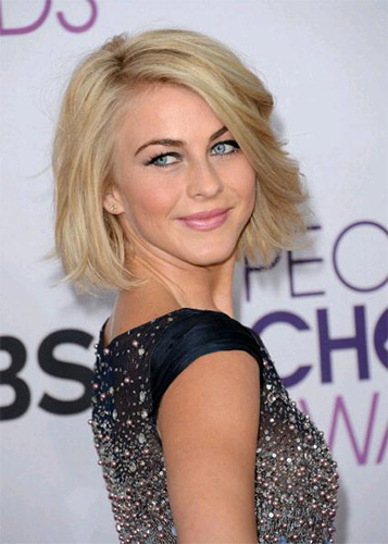 Julianne-Hough-at-the-2013-Peoples-Choice-Awards-in-Lancôme