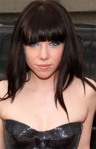 Carly-Rae-Jepsen-at-the-Grammy-Awards-in-Lancome