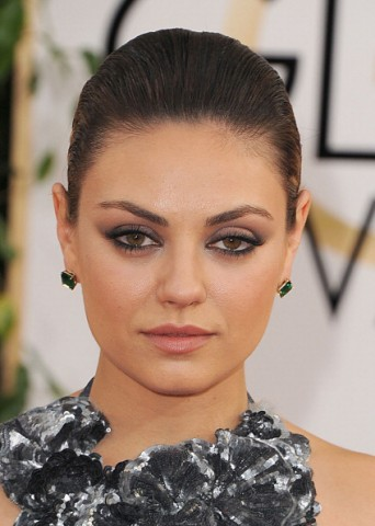 Mila-Kunis-in-Giorgio-Armani-Beauty-Golden-Globes-2014